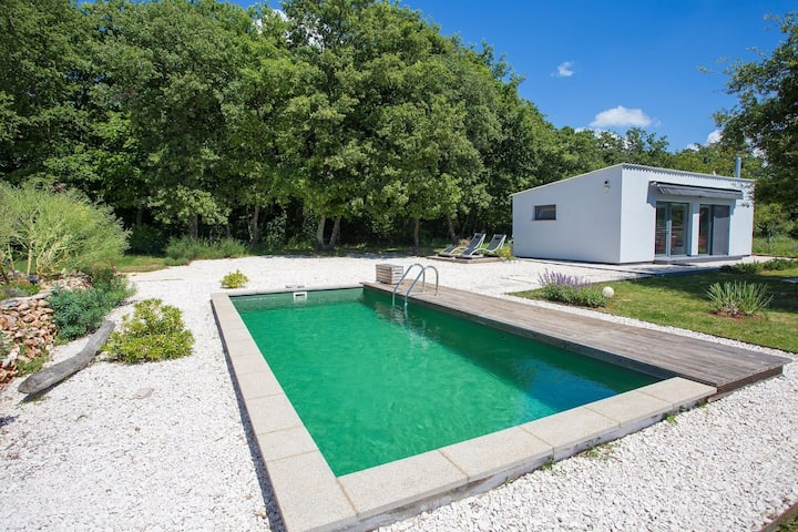 Modernly decorated cottage house ideal for quiet and relaxed holiday