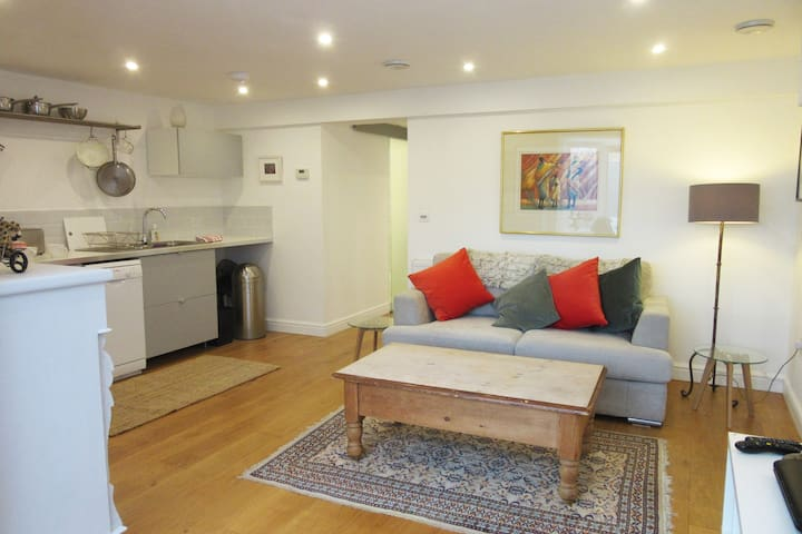 Wonderful flat with courtyard garden