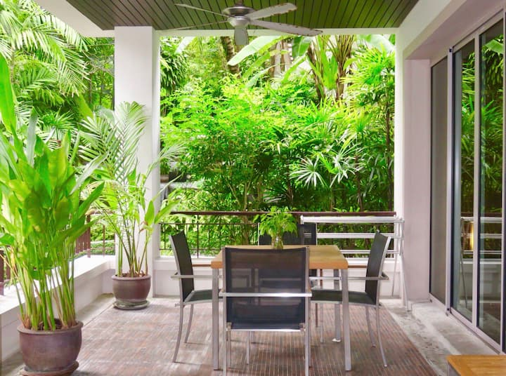 Tropical Modern 1 Bedroom Walk To Beach