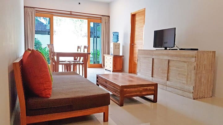 Roomy 2 Bedroom, 2 Bathroom Apartment + Pool