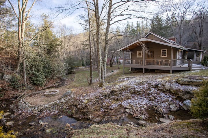 Quaint Cottage in Boone, Centrally Located to Attractions, Fishing Pond, Firepit