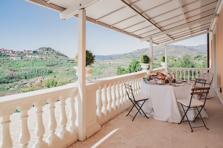 Alfresco beautiful Villa with a View HEATED POOL