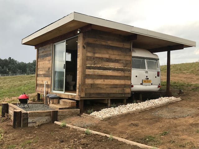 Tin Can Glamping Caravan- With River View.