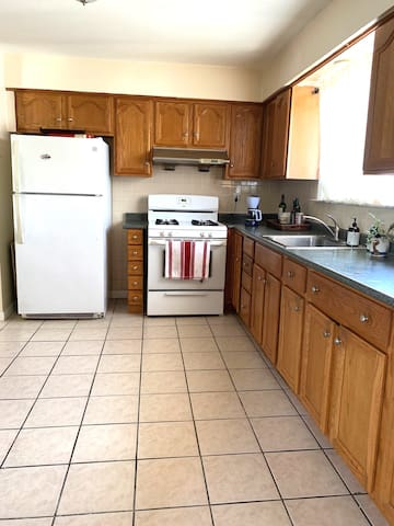 fully equipped  kitchen with gas stove and oven to use.