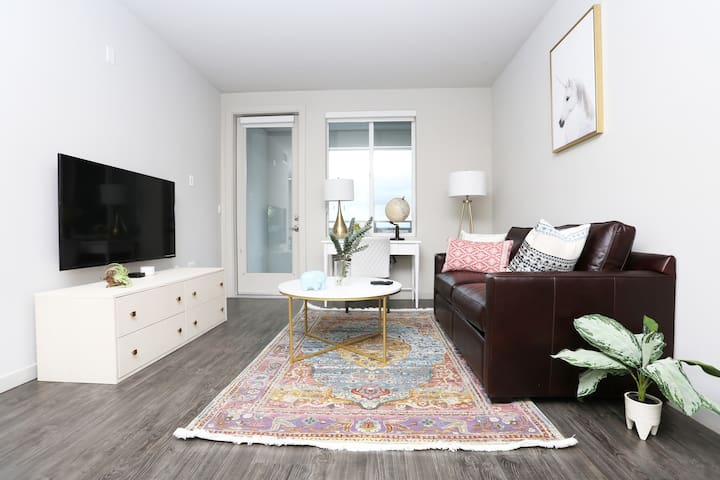Style & Comfort in Silicon Valley, 2BR by TRIBE