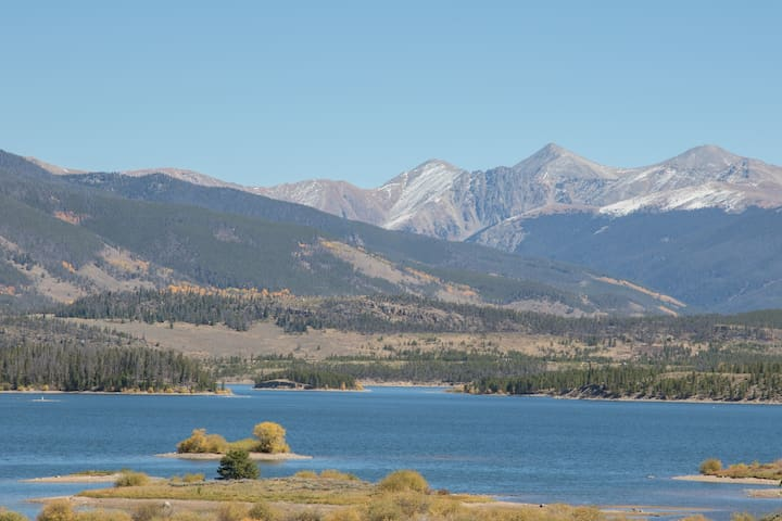RARE lakeside 2bd, 2ba! Kayak and bikes included!