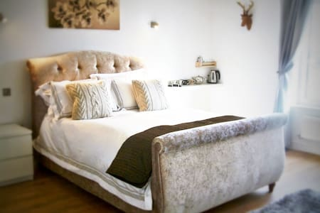 Fifty One and a Half Boutique B&B Mearley Room - Clitheroe