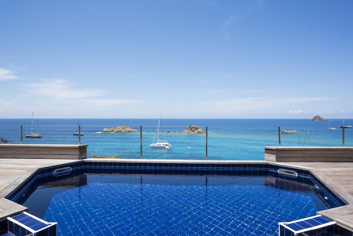 Located on a Cliff, Ocean and sunset view, Pool, Jacuzzi, Short walk to Shops, Free Wifi