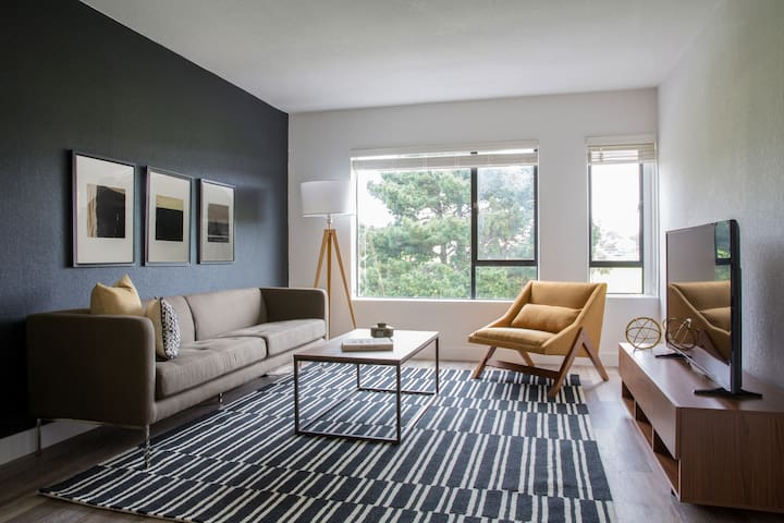 Sonder | 1550 Bay | Sleek 1BR + Gym