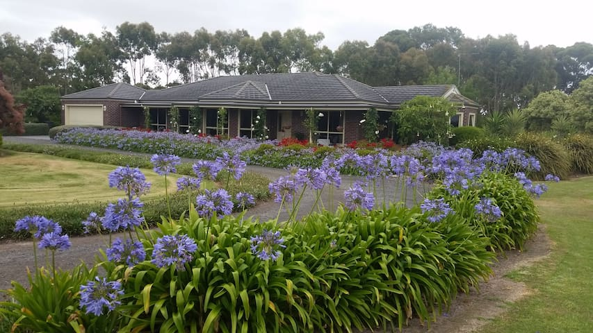 MEANT-TO- B&B, Bolwarra near Portland