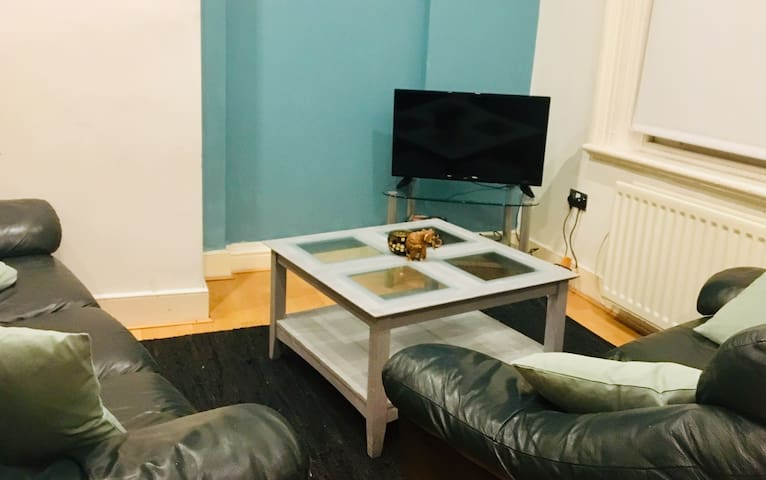 Liverpool city centre 2 bedroom WHOLE APARTMENT!