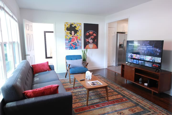 Modern, Stylish and Comfy Bungalow, Near Uptown!