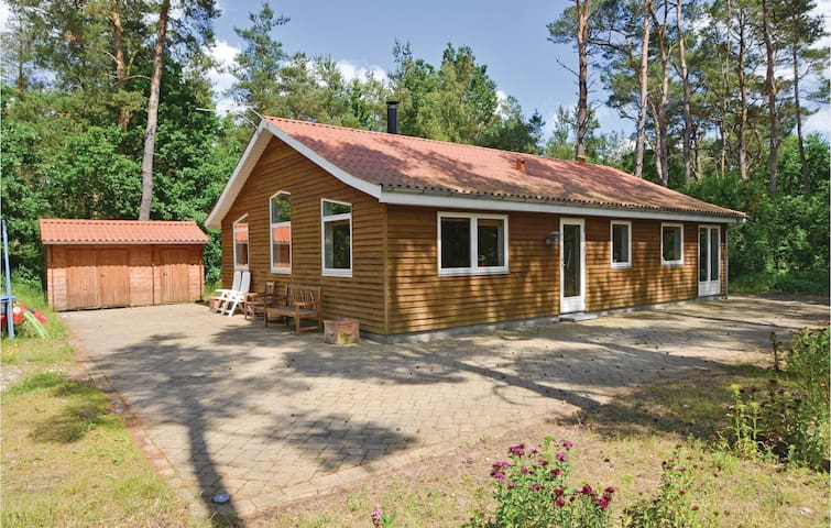 Holiday cottage with 3 bedrooms on 104 m² in Rønde