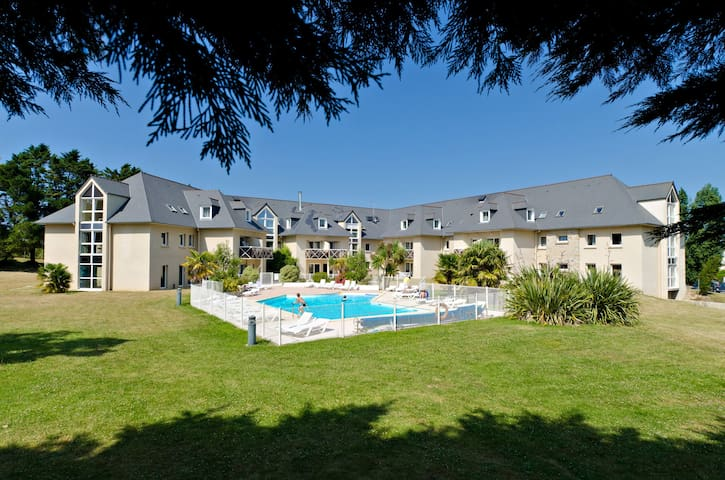 Walk to the Beach! Bright + Comfy Saint-Briac Retreat