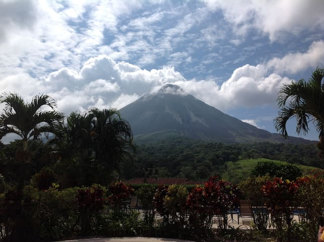 Arenal Volcano few hour north!