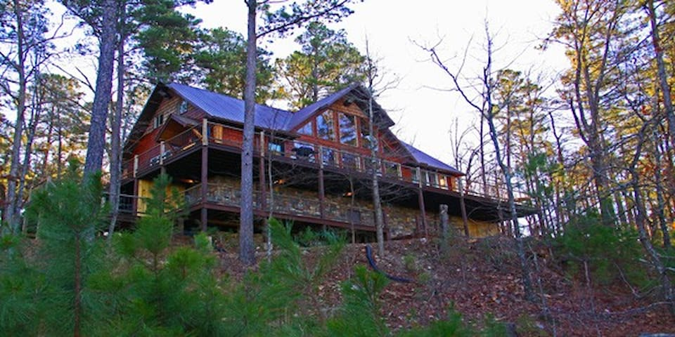 Back view of this lovely cabin