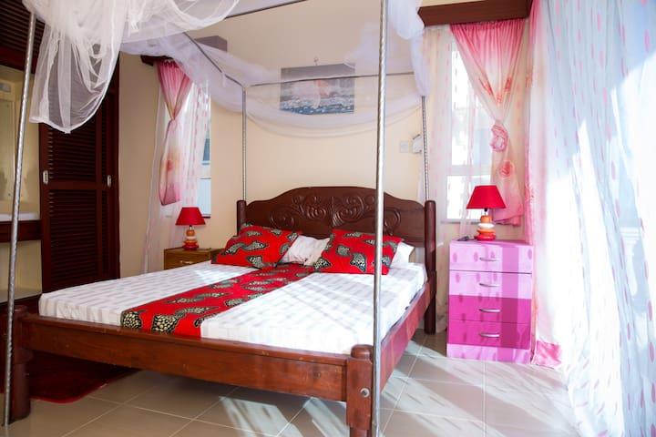 Private Ensuite Wakiai Room in SafiriKenya Home