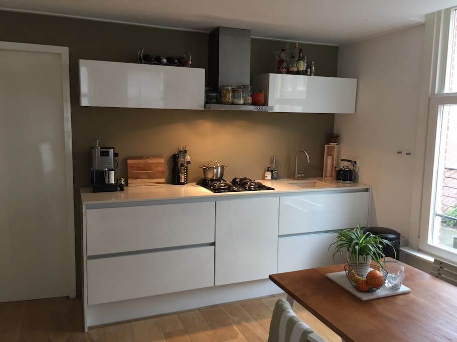 Fully equipped kitchen, with espresso- machine, for use.