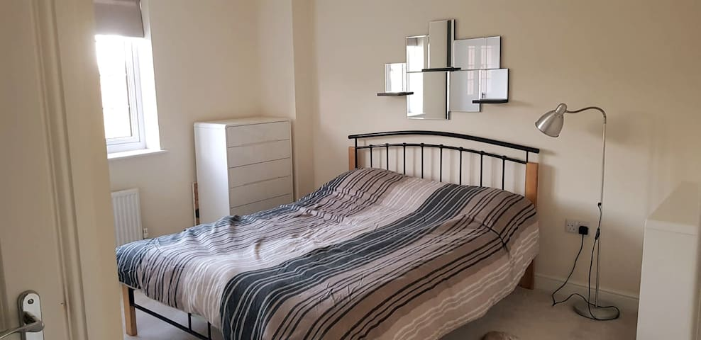 King bed★Spacious★Mod Cons★Parking ★19MIN OXF City