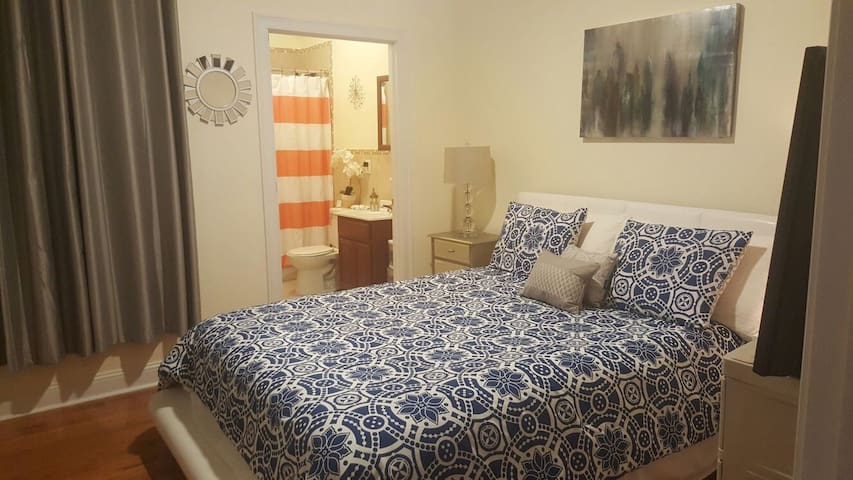 10 mins to NYC| Comfortable BD W/ private Bathroom