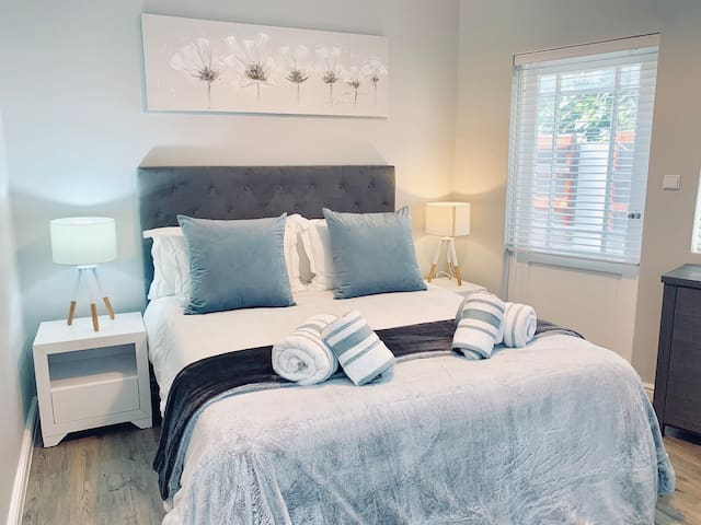 Cosy luxury Private Room In Table View  Cape Town