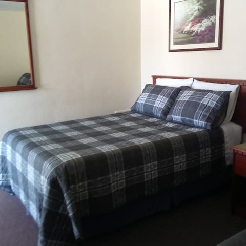 Single Full XL Bed at Windsor Crossroads Motel