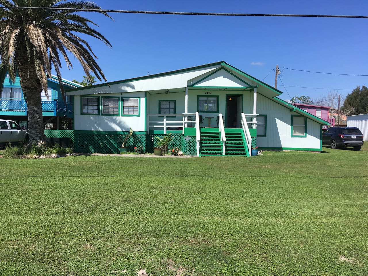 """Beautiful, roomy """"Old Shell Shop"""" has a tropical, bright, open feeling. Completely Furnished with Dish TV, Wi-Fi, stove, two microwaves, washer and dryer. Three blocks from beautiful Magnolia Beach and the popular """"Crabbin Bridge"""""""
