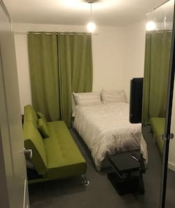Bright,  cosy and clean accommodation - Belvedere