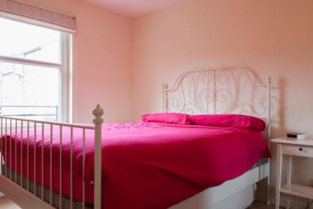 Double bedroom with ensuite in Morningside - Edinburgh - Apartment
