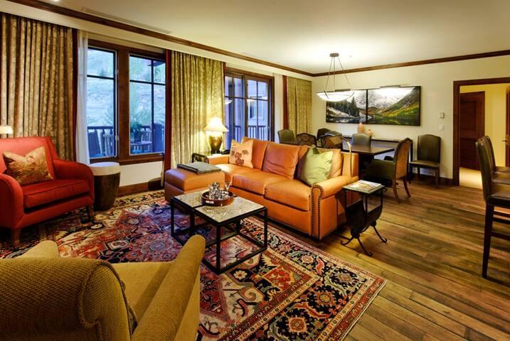 Luxury Condo at Ritz-Carlton Club