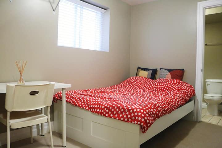 Sweet Private Room with Bath 台湾村单房带卫生间