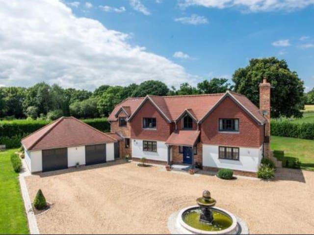 Kiln Platt House  Newdigate  Surrey Rh55dx