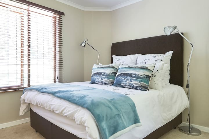 Deluxe home in the heart of Bryanston, Sandton - Sandton - House