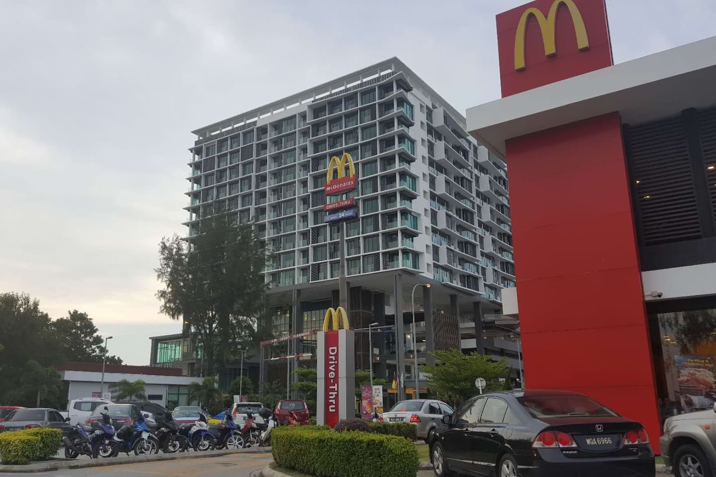 Located at D'Wharf Hotel & Serviced Residence. Mac'D is down there. And also Starbucks, Kenny Rogers, Thai Restaurant,  Korean restaurant, Chinese Restaurant, Cafes, etc convenient for dining.