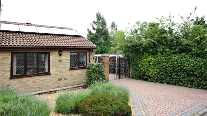 Beautiful bungalow, refurbished to a high level!