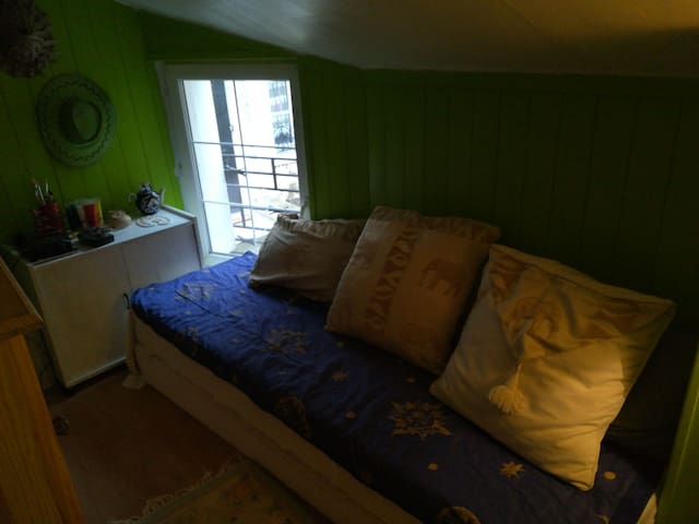 Petite Chambre avec matelas futon très epais