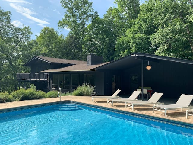 Renovated Mid-Century Modern 4-5 Bdr with Pool