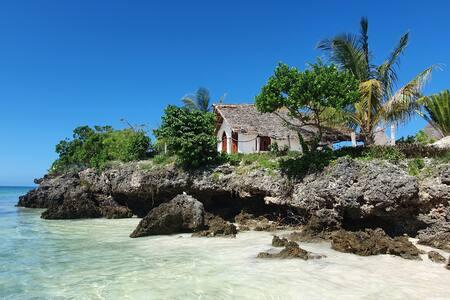 AFYA Village: Amazing minivilla on a cliff on sea