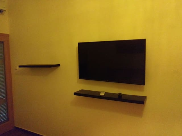 A 43 inch LG connected to wifi, you just need to plug it :)