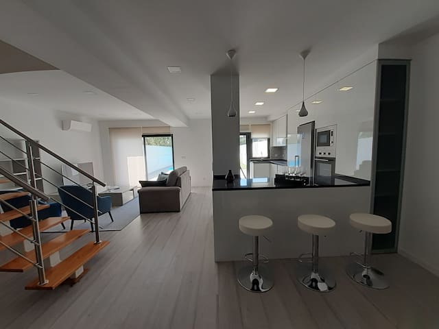 Amazing 2 Suites with pool Almada I