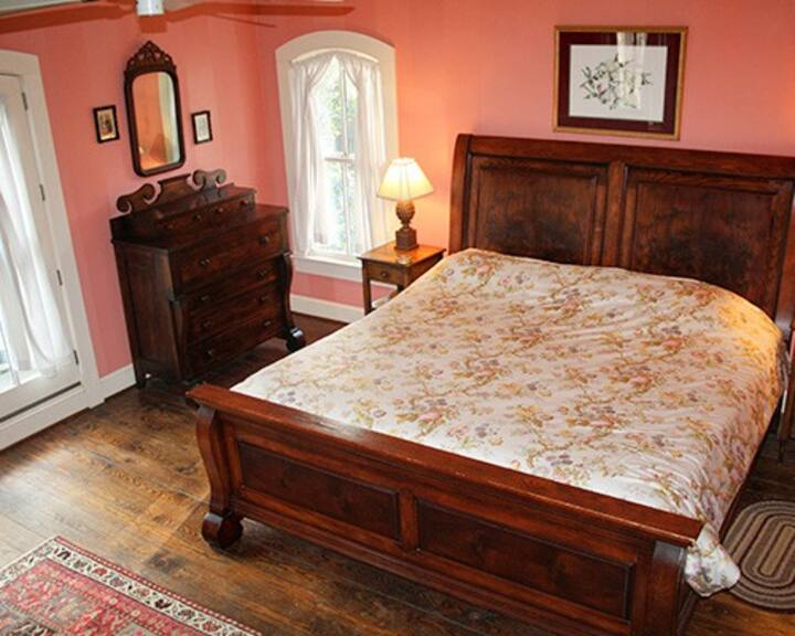 Mountain Magnolia Inn and Suites - The Walnut Room (Upstairs)