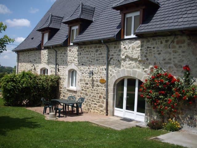 Gîte le Rosier - Saint-Mamet-la-Salvetat - Luontohotelli