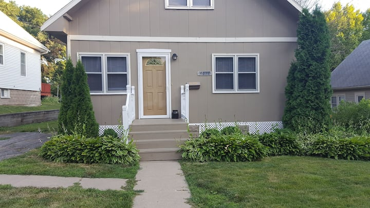 Private bedroom with shared bath- UNMC/MidTown