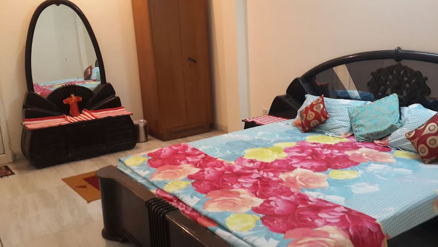 "2 Bedrooms (Deluxe and Cosy) at ""TrueTasteOfIndia"""