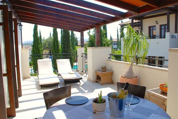 Hermes - Charming apartment with awesome views.