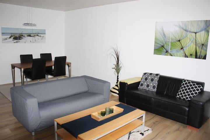 Ruhige grosszügige Wohnung, kurzlich renoviert