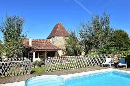 Modern Holiday Home in Saint-Geniès with Private Pool