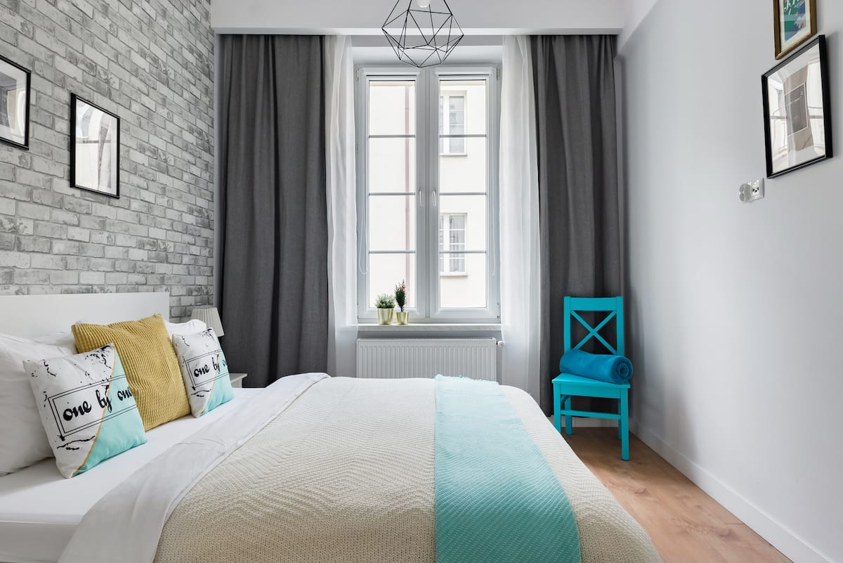 The White Apartment With Balcony in Heart of Old Town