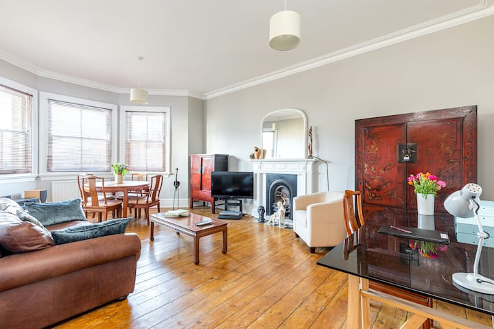 Character flat - spacious - sea view - central