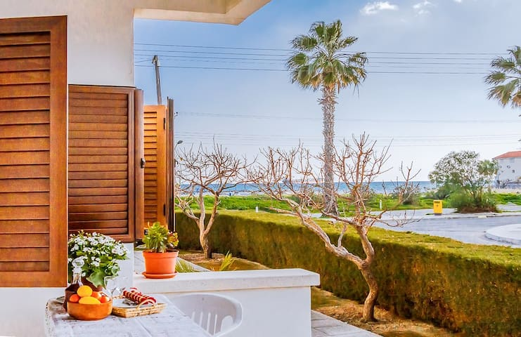 Colour Cyprus apt.3 with sea view and one bedroom - Oroklini